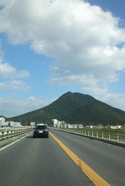 三上山 近江富士 遠景