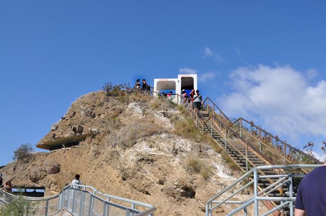 ダイヤモンドヘッド登山道 山頂への階段