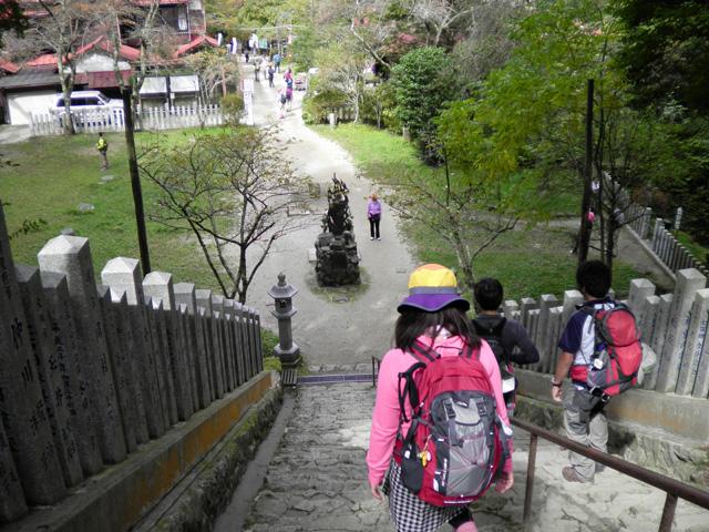 葛木神社から山頂広場へ